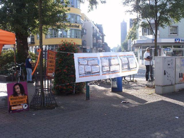 Infostand zum Thema Weiße Riesen in Homberg-Hochheide, gezeigt die Timeline
