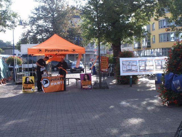 Infostand zum Thema Weiße Riesen in Homberg-Hochheide
