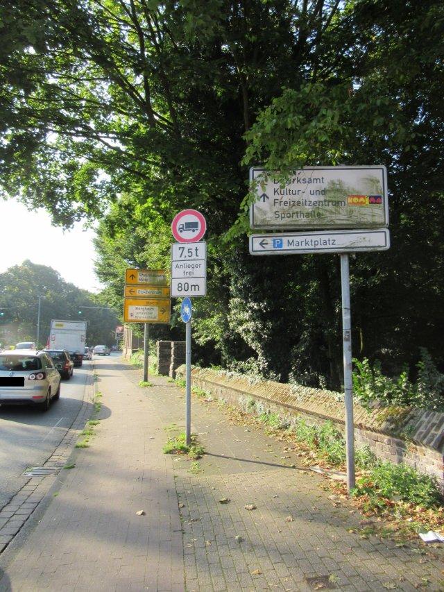 Schilder Asterlager Straße verdreckt